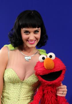 Katy-perry-and-elmo.jpg