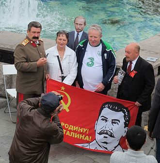 Sosia of stalin and lenin posing with tourists.JPG