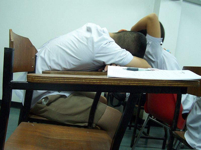 Arquivo:800px-Sleeping students.jpg