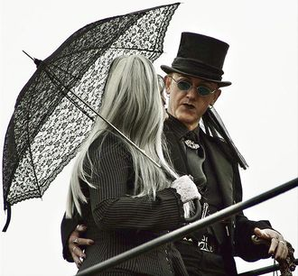 Whitby goth couple.jpg